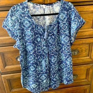 EUC Sonoma short sleeved top...blue/white...XL.
